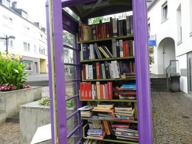 La moda de las cabinas de teléfonos convertidas en bibliotecas nació en Alemania