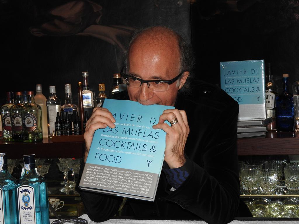 """El reputado barman Javier de las Muelas presenta su libro """"Cocktails & Food"""