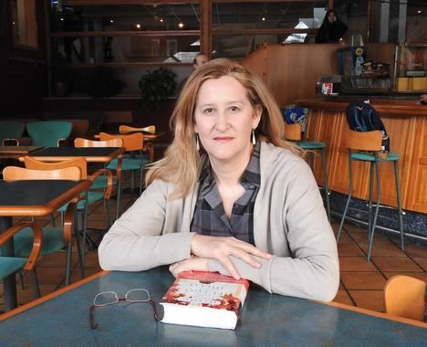 """Entrevista a Luz Gabás, autora de """"Como fuego en el hielo"""""""