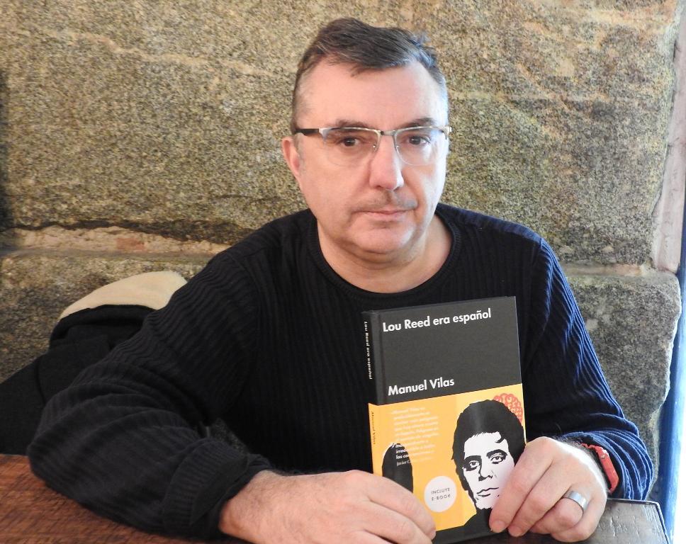"""Entrevista a Manuel Vilas, autor de """"Lou Reed era español"""""""