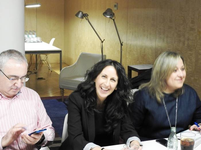 María Oruña entre blogueros