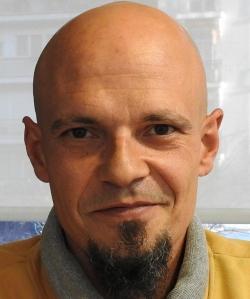 """Entrevista a César Pérez Gellida, autor de """"Cuchillo de palo"""""""