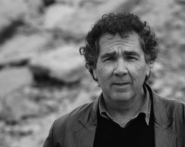 """Entrevista a Hernán Rivera Letelier, autor de """"La muerte es una vieja historia"""""""