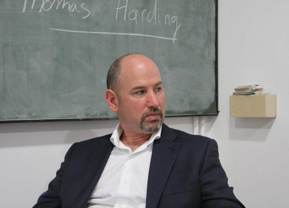 Thomas Harding se pasa a la novela con