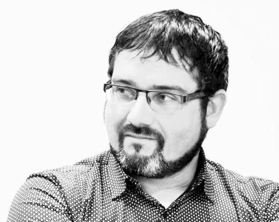 El poeta valenciano José Antonio Olmedo, quien firma todas sus obras bajo el seudónimo Heberto de Sysmo, es uno de los finalistas de los XXXVI Premios de la Crítica Valenciana