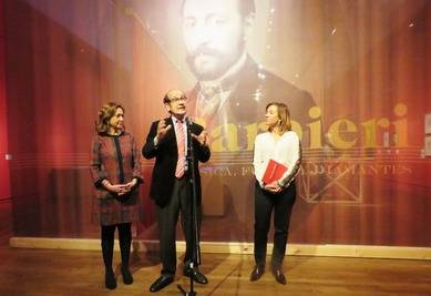 De izquierda a derecha, Ana Santos Aramburo, directora de la Biblioteca Nacional de España; Emilio Casares, comisario de la exposición y Elvira Marco, directora general de AC/E