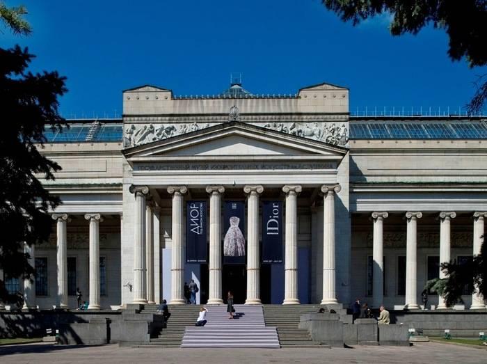 Canon y Estudios Durero llevan al Museo Pushkin de Moscú seis cuadros en relieve para hacer el arte accesible a las personas con discapacidad visual