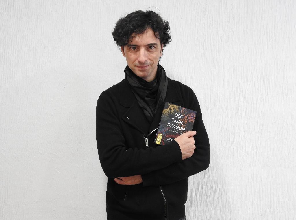 """Entrevista a Andrés Pascual, autor con Ecequiel Barricart de """"El oso, el tigre y el dragón"""""""