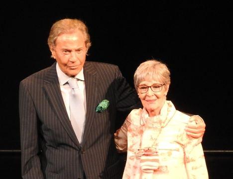 Concha Velasco y Arturo Fernández reciben la Butaca de Oro del Teatro Reina Victoria