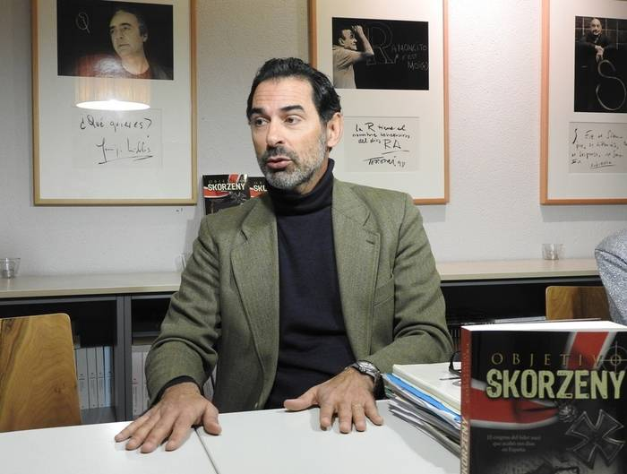 "El escritor Blanco Corredoira presenta su novela histórica ""Objetivo Skorzeny"""