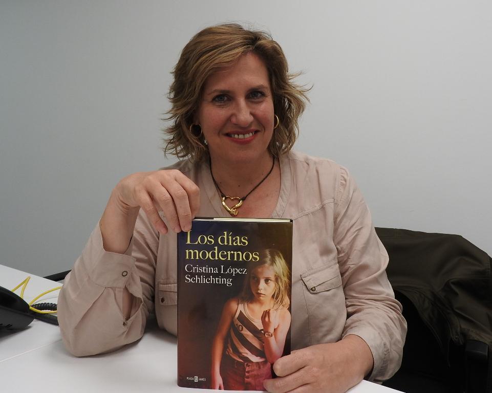"""Entrevista a Cristina López Schlichting, autora de """"Los días modernos"""""""