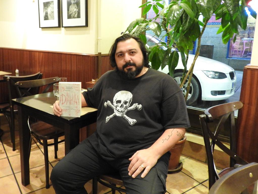 """Entrevista a Hakan Günday, autor de """"¡DAHA!"""""""