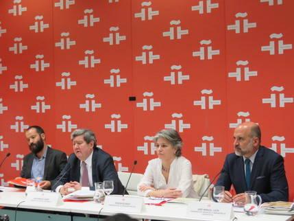 De izquierda a derecha, Juan Marqués, Comisario de la exposición