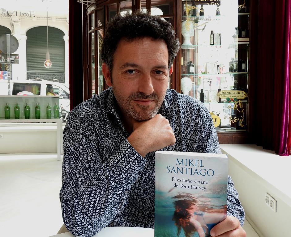 Entrevista A Mikel Santiago Autor De El Extraño Verano De Tom Harvey Todoliteratura