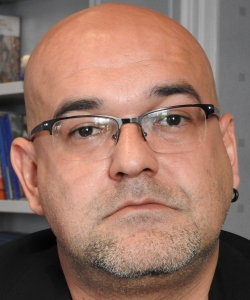 "Entrevista a Alexis Ravelo, autor de ""Los milagros prohibidos"""