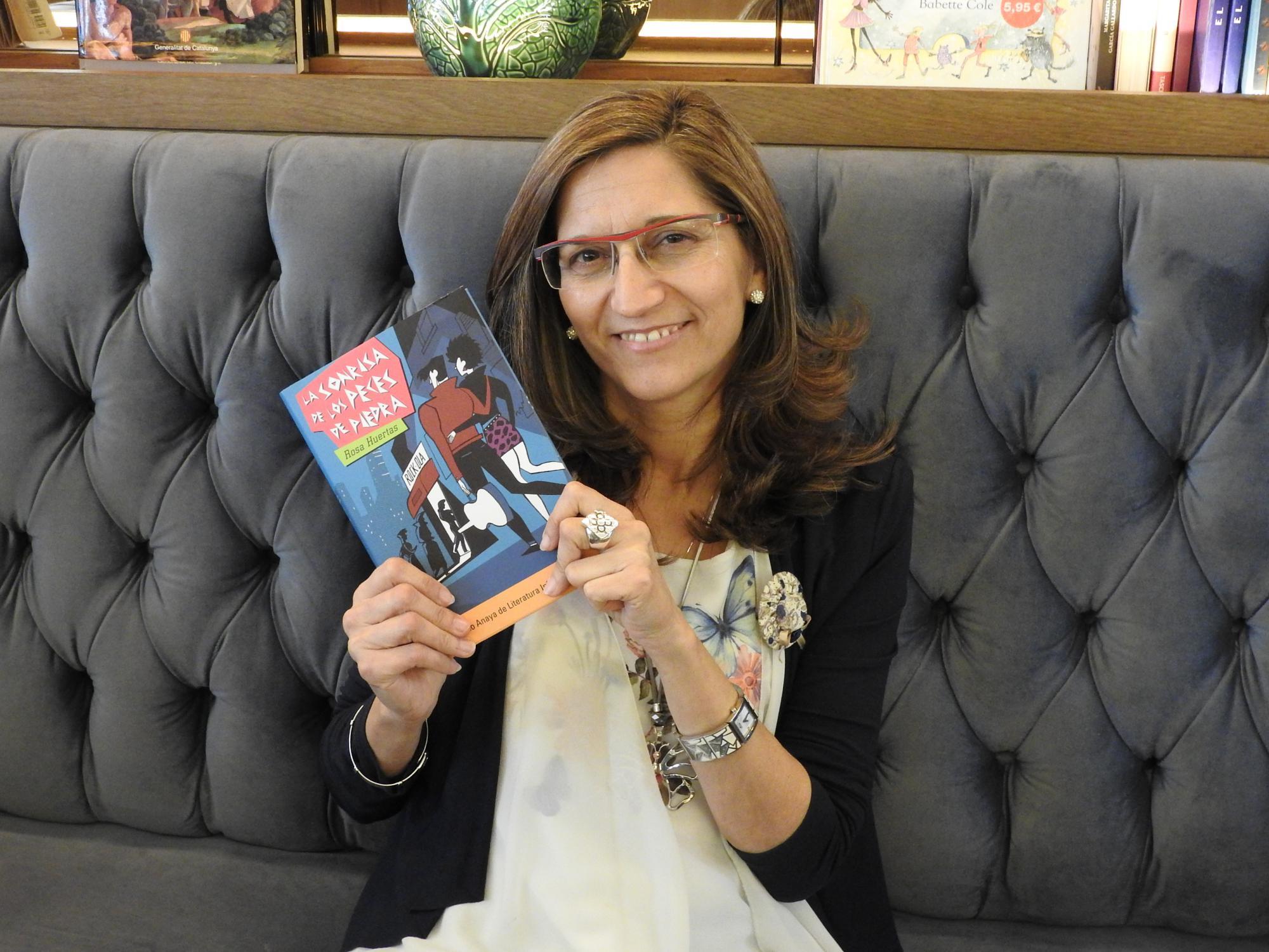 """Entrevista a Rosa Huertas, autora de """"La sonrisa de los peces de piedra"""""""