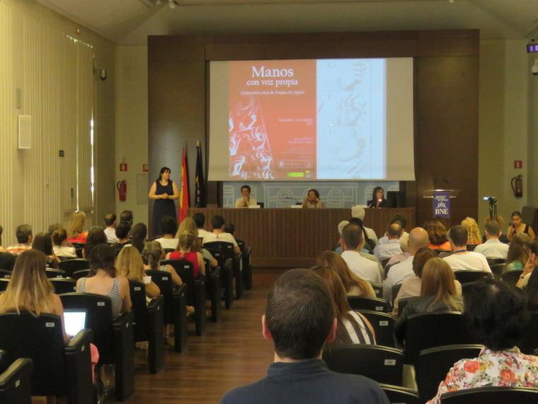 """Con numerosa asistencia se presentó en la Biblioteca Nacional de España, la exposición """"Manos con voz propia. Quinientos años de la lengua de signos"""""""