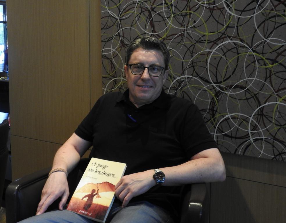 """Entrevista a Ángel Silvelo, autor de """"El juego de los deseos"""""""