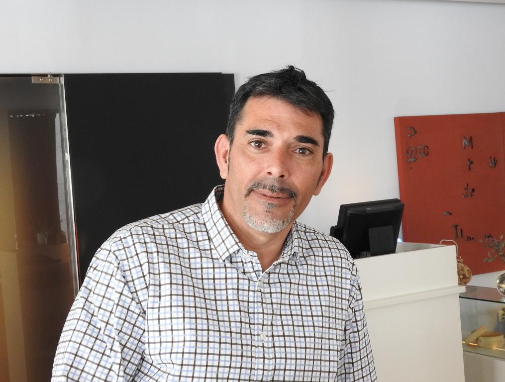 El escritor barcelonés Víctor del Árbol nombrado Caballero de las Letras y las Artes de la Academia francesa
