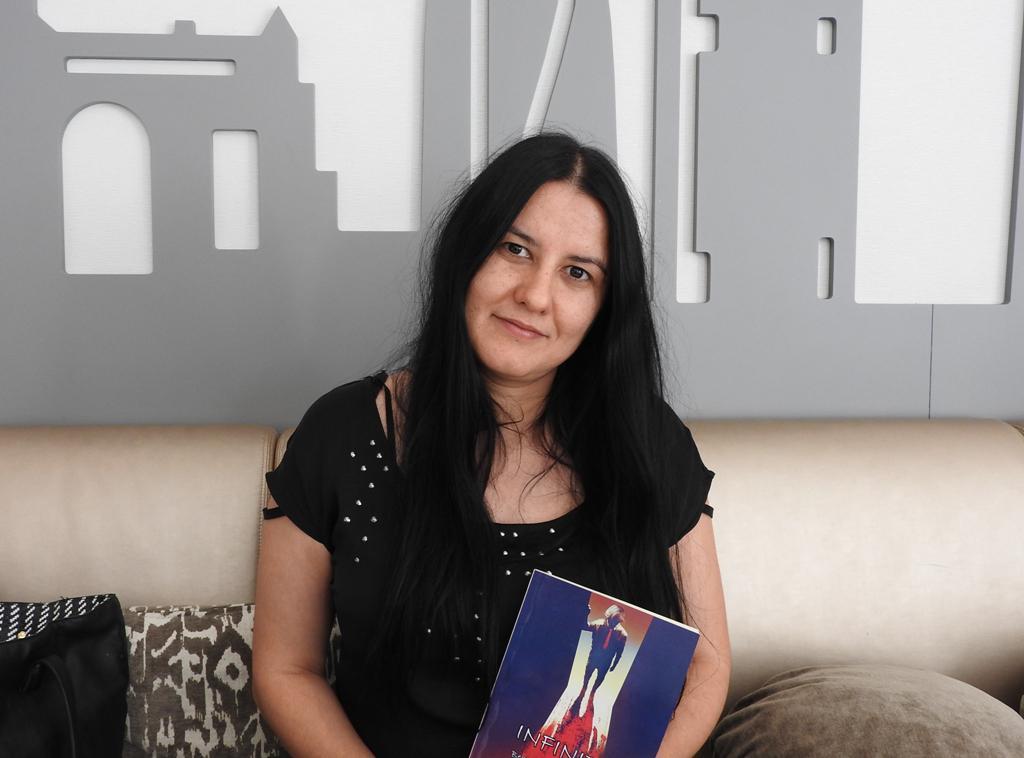 "Entrevista a Beatriz Gómez Lorenzo, autora de ""Infinito"""