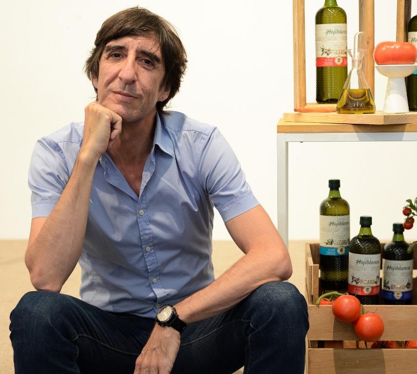 El aceite que crea poesía y homenajea al tomate de Neruda