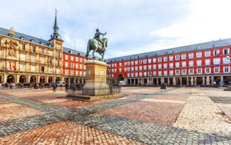 Los libros toman la Plaza Mayor de Madrid