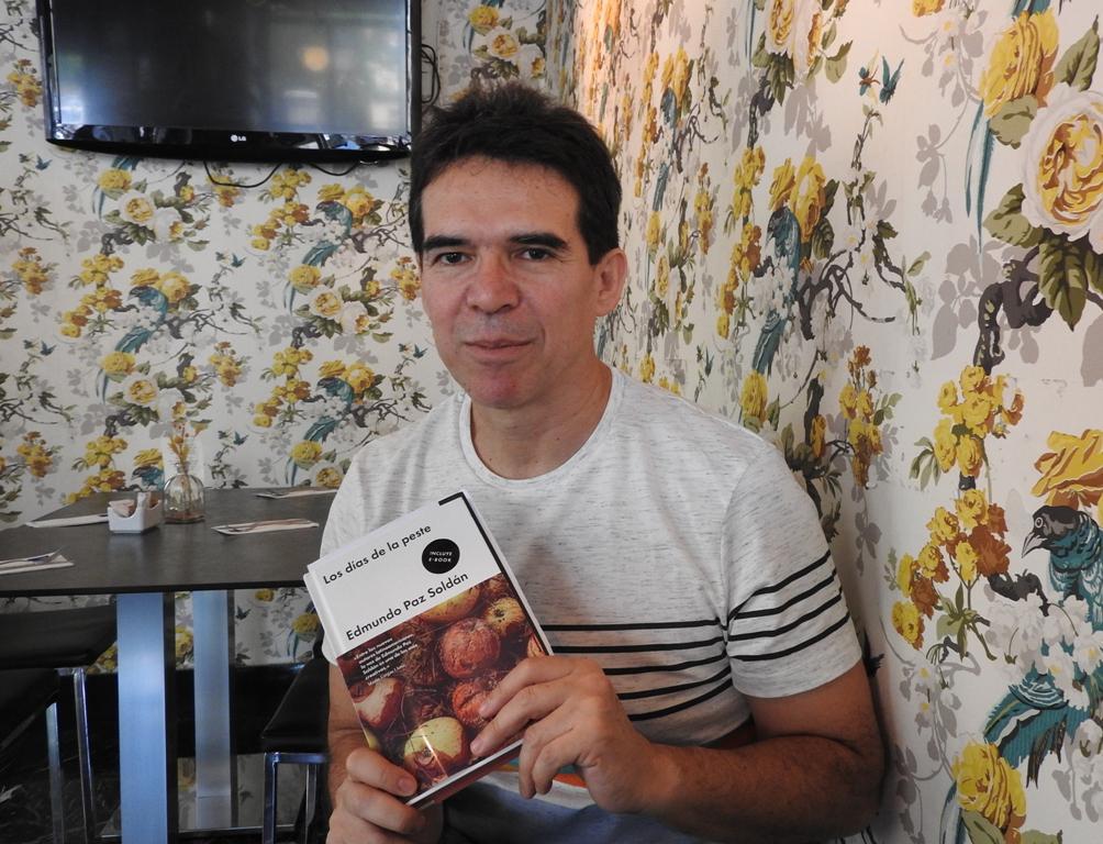 """Entrevista a Edmundo Paz Soldán, autor de """"Los días de la peste"""""""