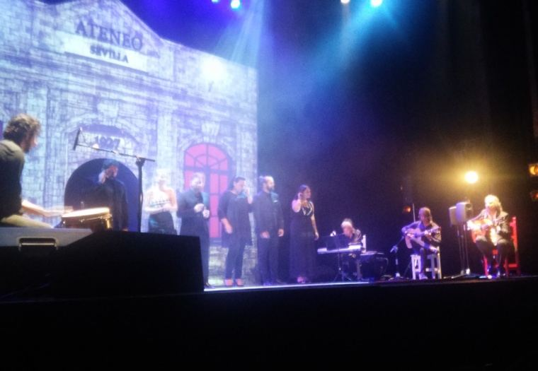 Todos los artistas en el escenario