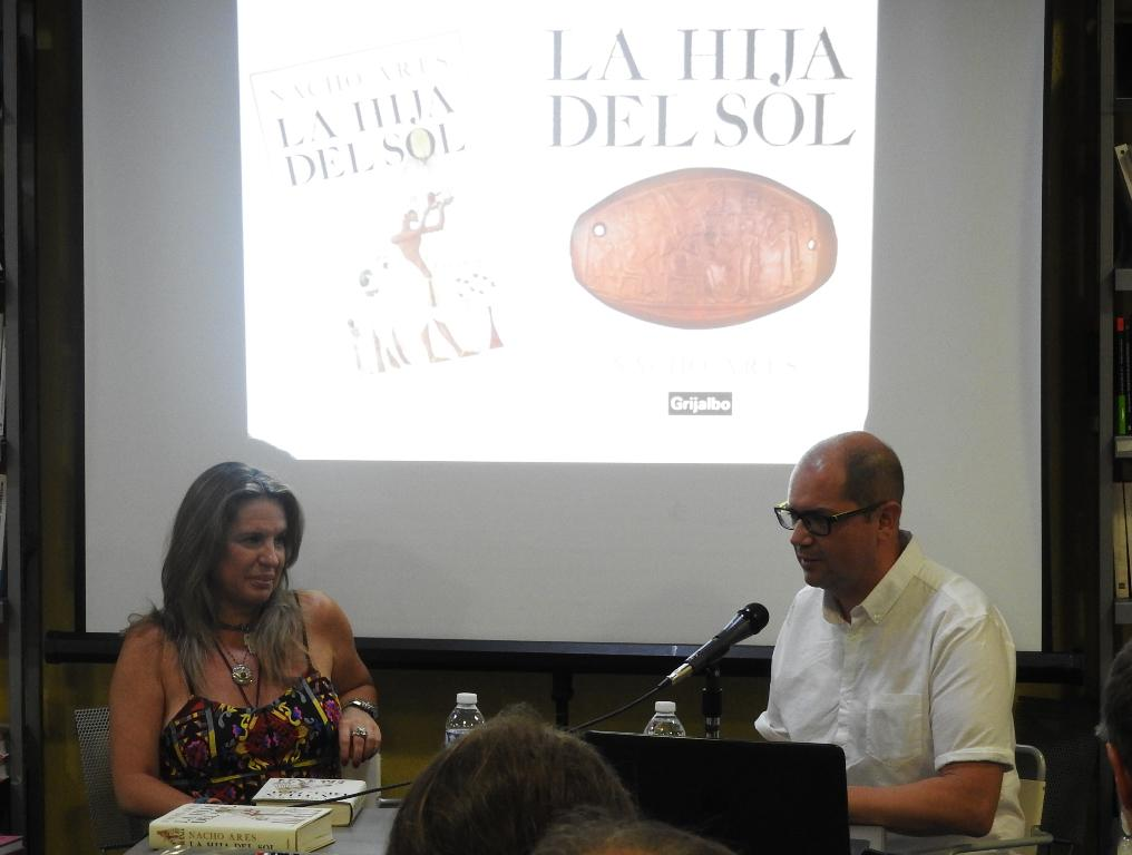 """Nacho Ares se rodea de Carmen Porter y Jorge Blass para presentar su novela histórica """"La hija del Sol"""""""