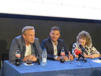 El actor Jérèmie Renier, el director de la película, François Renier y la traductora- interprete, Mathilde Grange