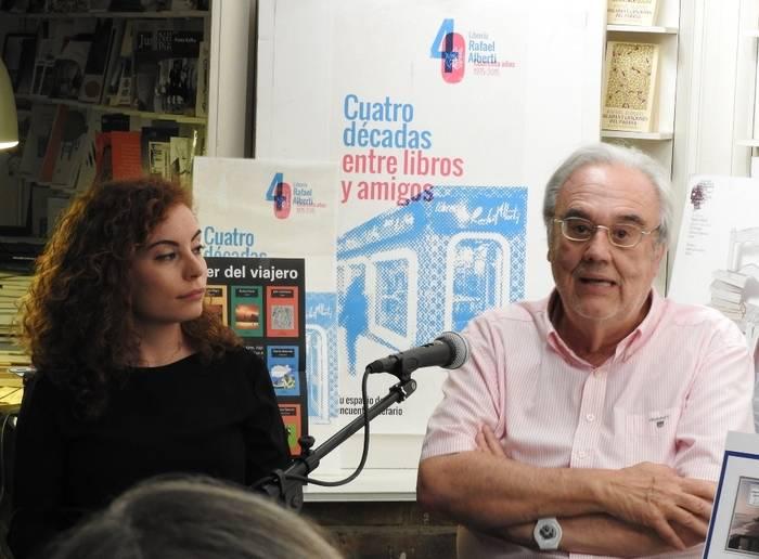 Manuel Gutiérrez Aragón apadrina a la joven escritora Sofía González Gómez